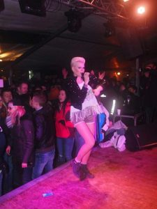1166083638-aprs-ski-party-zella-Qtef